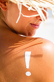 mujer bronceada melanoma