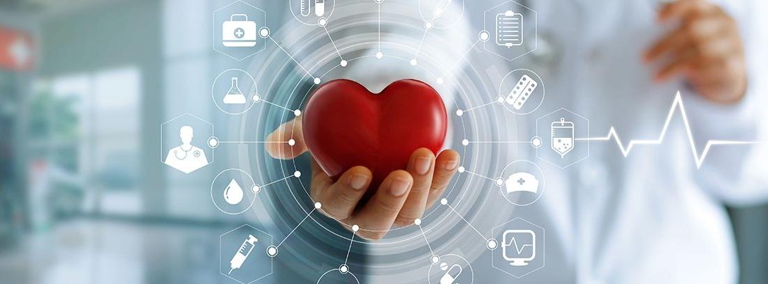 doctor en medicina con un corazón rojo en la mano