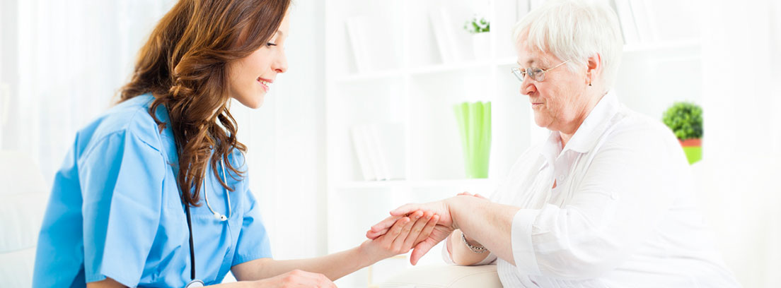 mujer realizándose un tratamiento de piel