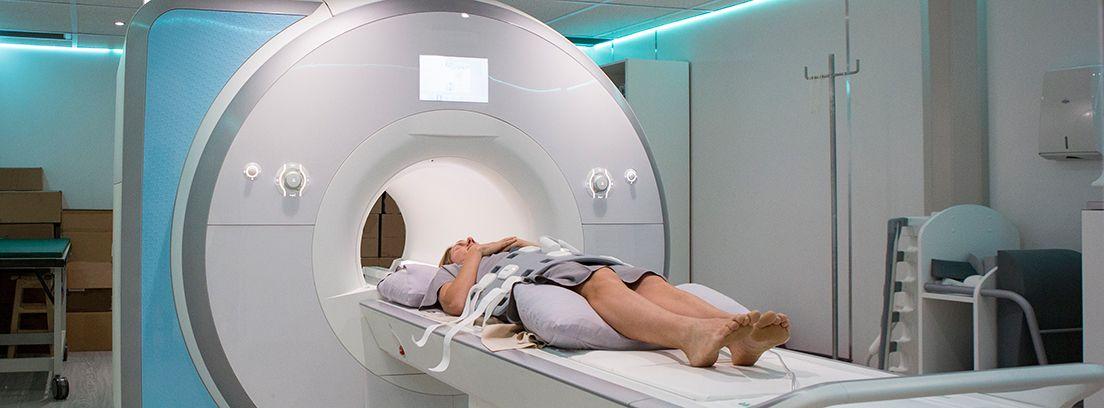 paciente realizándose una resonancia magnética