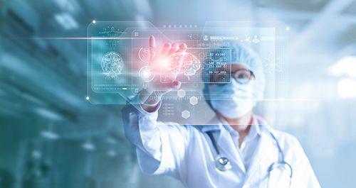 doctora en cirugia con un cerebro
