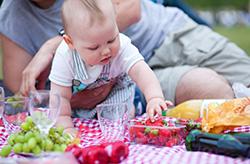 bebe-comiendo-fresas