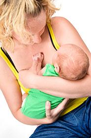 mujer y bebé