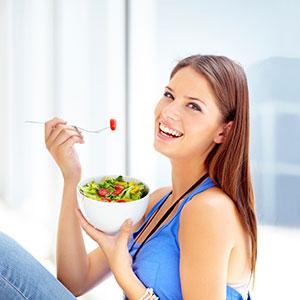 comer saboreando los alimentos