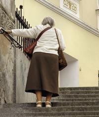 Salud Mayores. Pérdida de equilibrio y caídas de personas mayores. Causas y factores de riesgo
