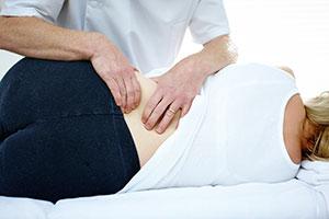 masaje en la zona lumbar