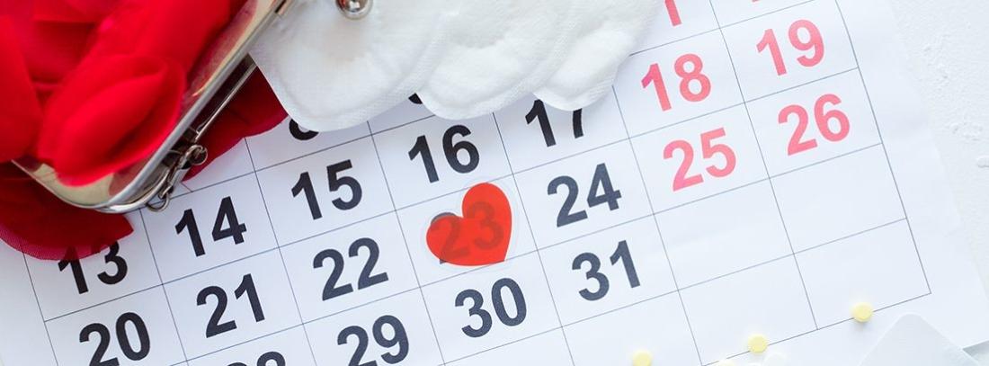 calendario con un corazón encima del número veintitrés