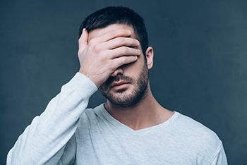 Psicología, hombre decepcionado
