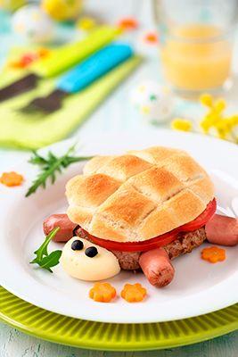 hamburguesa de carne y salchichas en forma de tortuga