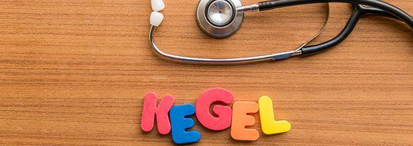 palabra kegel en fondo marrón con un estetoscopio