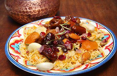 plato de dátiles con arroz