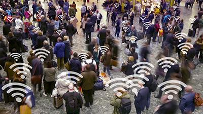 muchas de espaldas con el símbolo wifi en la cabeza