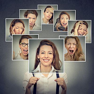 fotograma de cara de mujer en diferentes gestos