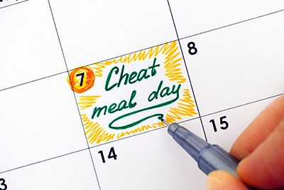 calendario con el día siete remarcado como cheat meal day