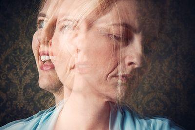 cara de mujer en tres dimensiones diferentes