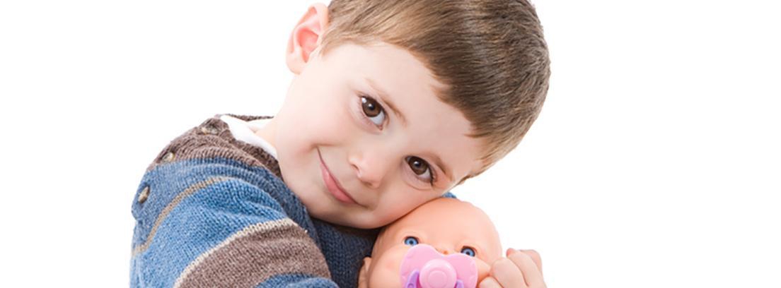niño con muñecas