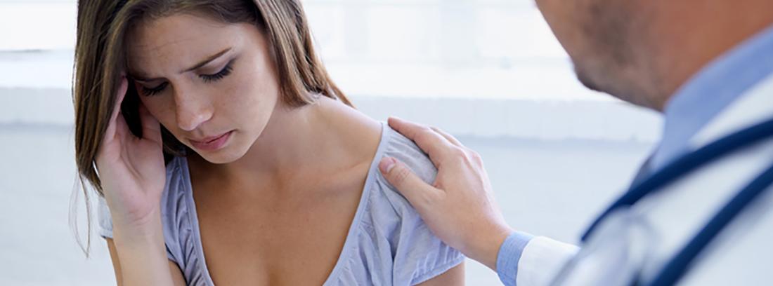 mujer depresiva en consulta médica