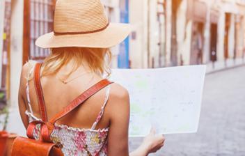 mujer-con-mapa