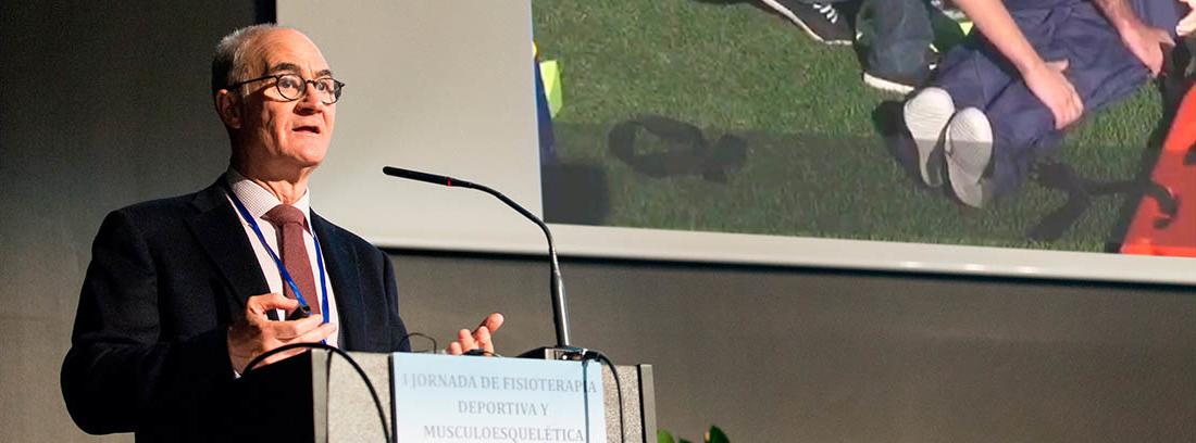 El Doctor Ripoll en una de sus conferencias con la Fundación MAPFRE en la que explica cómo evitar la muerte súbita.
