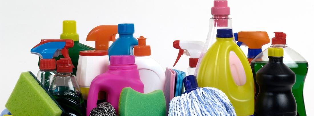 diferentes productos de limpieza