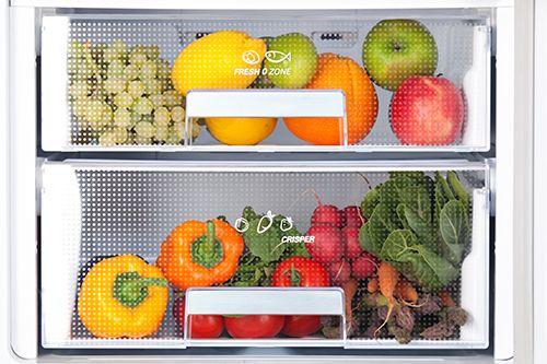 dos cajones de frigorífico, uno con frutas y otro con verduras