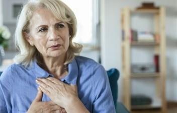 señora mayor con ansiedad