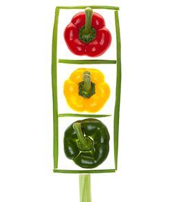 semáforo de pimientos verde, rojo y amarillo