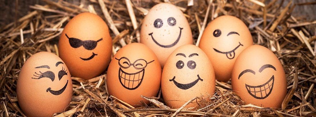caras pintadas en huevos