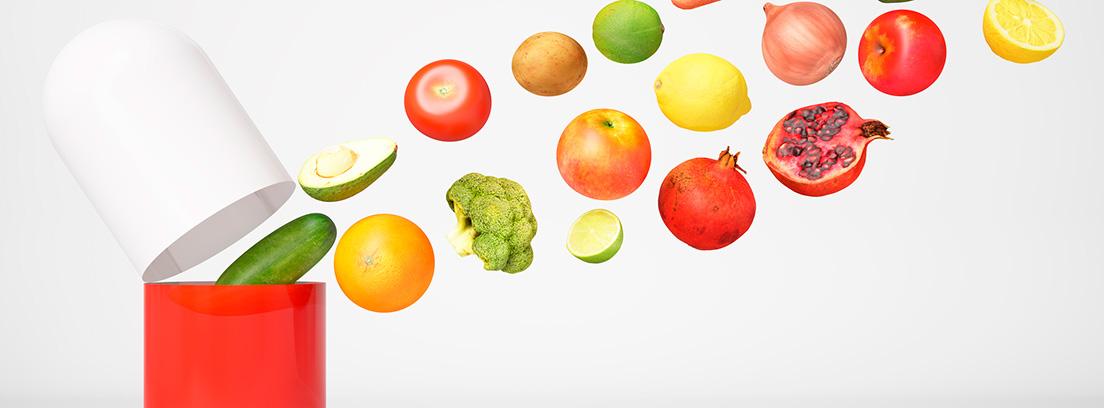 cápsula abierta saliendo diferentes alimentos antioxidantes