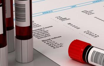 hemograma y varios tubos de sangre