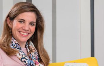 la psiquiatra Marian Rojas-Estapé sonriente mirando a cámara