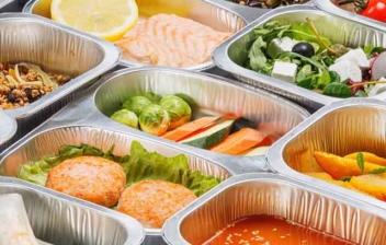 alimentos dentro de tuppers