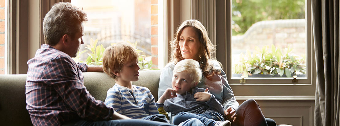 padres manteniendo una comuncación con sus hijos
