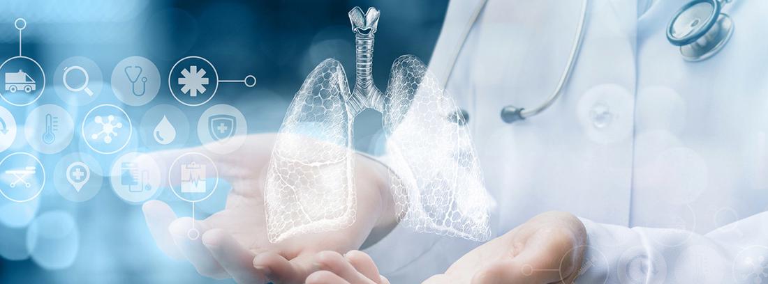 doctor con el olograma de los pulmones sobre las manos