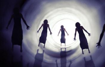 Síndrome de Estocolmo: siluetas entrando en un túnel