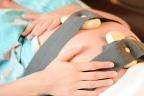 Monitorización fetal: mujer embarazada en monitorización