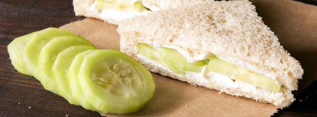 sandwich de pepino y queso crema