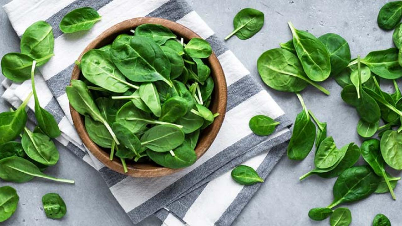 Beneficios de comer espinacas para la salud -canalSALUD