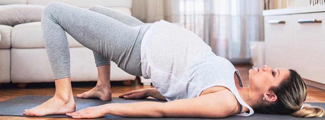 La relaxina durante el embarazo: embarazada haciendo ejercicio
