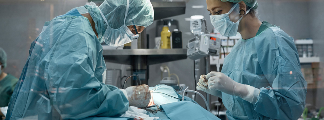 ¿Se puede vivir si te extirpan el bazo?: cirujanos realizándo una esplelectomia, extirpación del bazo