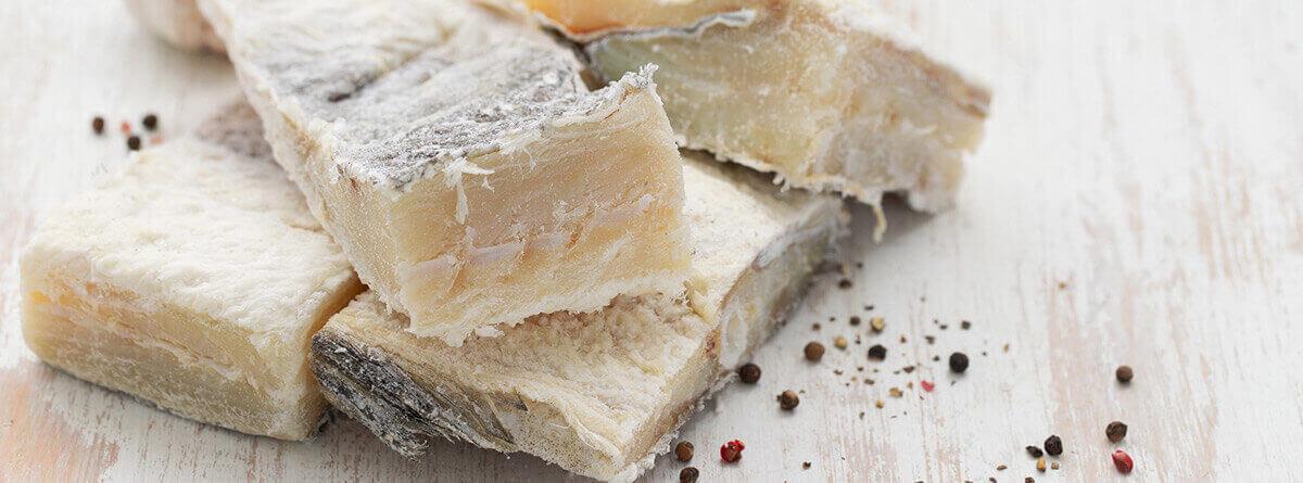 Trozos de bacalao salado