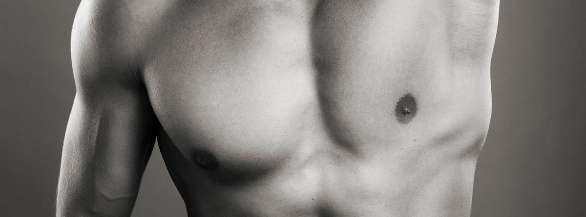 Síndrome de Poland: torso de hombre con pectorales desiguales